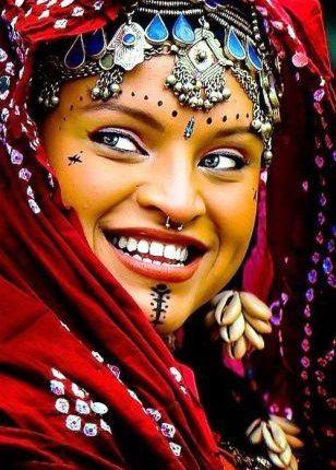 """""""تيليلي"""" يؤكد أن المرأة الأمازيغية رمز للنضال والتحدي والمقاومة"""