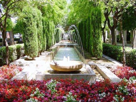 مابين المغرب والمشرق : حدائق تروي التاريخ وتترجم الحضارة