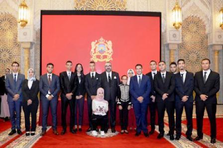 جلالة الملكـ يوشح 18 أستاذا وإطارا تربويا بأوسمة ملكية