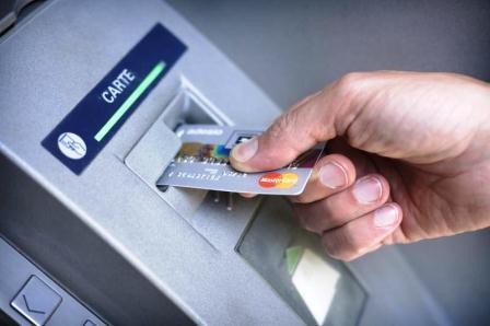 المغاربة يُقبلون على استعمال البطاقة البنكية كوسيلة للأداء