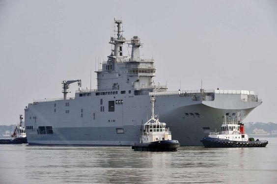 بارجة حربية فرنسية ترسو بميناء أكادير