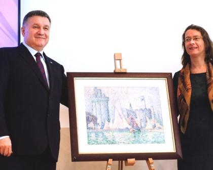 لوحة مسروقة للتشكيلي الفرنسي سينياكـ يُعثر عليها في أوكرانيا