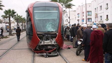مصرع راكب دراجة نارية بعد اصطدامه بقاطرة الترامواي في الدار البيضاء