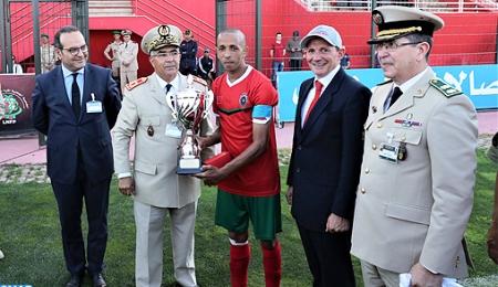 مباراة استعراضية في كرة القدم بين المنتخب العسكري المغربي ونظيره البريطاني