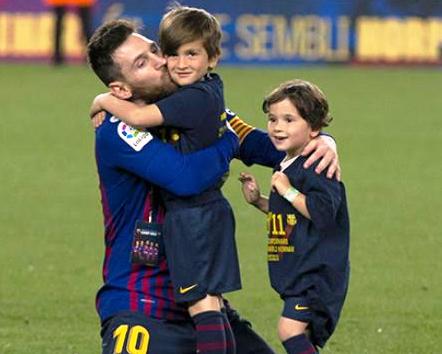 """طفل""""ميسي"""" مشجع حقيقي لنادي ريال مدريد"""