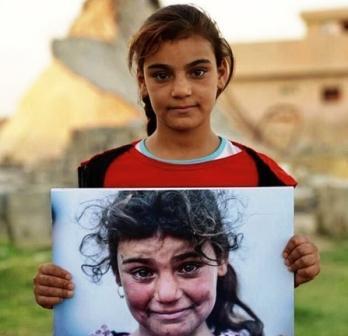 """الطفلة""""موناليزا العراق"""" تعود لبيتها، بعد 3 سنوات من التيه، ووسط تثمين عالمي"""