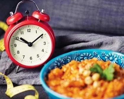 فوائد للعشاء المبكر تقود لخسارة الوزن الزائد