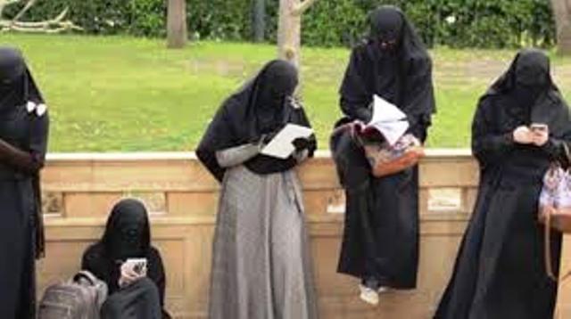 المحكمة الإدارية العليا بمصر تحظُرُ ارتداء النقاب في جامعة القاهرة