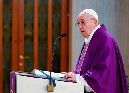 هجوم حاد من بابا الفاتيكانيشبه بعض ساسة أوروبا بهتلر