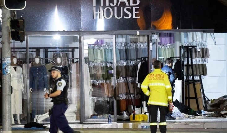 سيارة تقتحم متجرا لملابس المُحجبات في سيدني بأستراليا